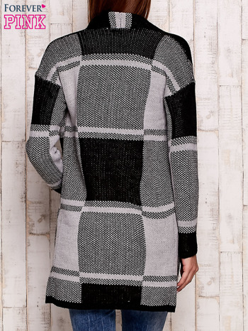 Szary otwarty sweter w kwadraty                                  zdj.                                  4