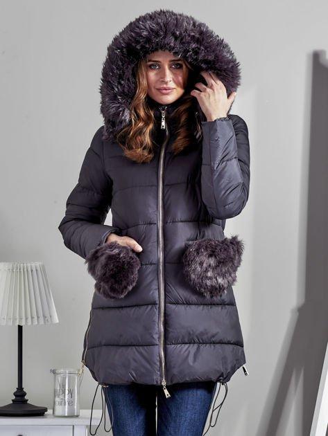 Szary płaszcz z futrzanymi kieszeniami                              zdj.                              7