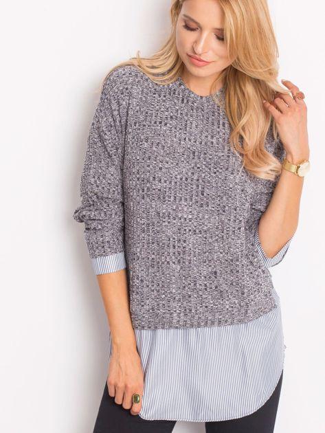 Szary sweter melange z koszulą                              zdj.                              1