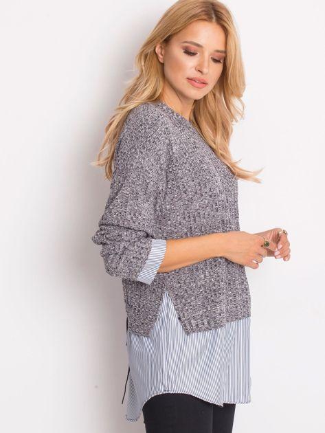 Szary sweter melange z koszulą                              zdj.                              3