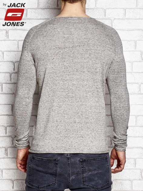Szary sweter męski z kontrastową nitką