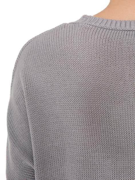Szary sweter z sercem obszytym frędzlami                                  zdj.                                  9