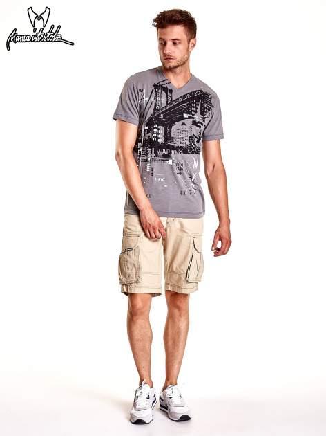 Szary t-shirt męski z miejskim nadrukiem                                  zdj.                                  3