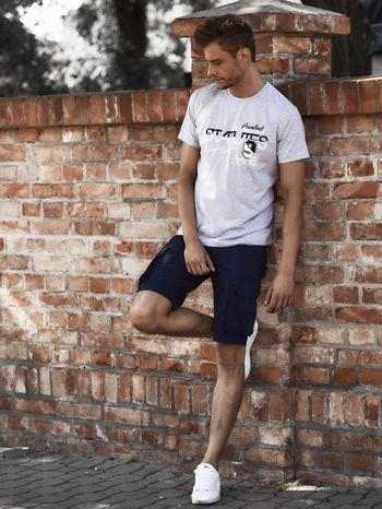 Szary t-shirt męski z nadrukiem napisów i cyfrą 9                                  zdj.                                  6