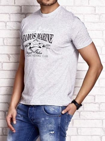 Szary t-shirt męski z napisami i kotwicą                                  zdj.                                  4