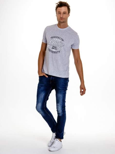 Szary t-shirt męski z napisem BROOKLYN ATHLETIC UNIVERSITY                                  zdj.                                  5