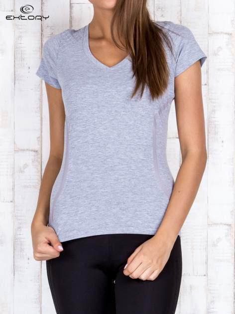 Szary t-shirt sportowy z pikowaną wstawką PLUS SIZE                                  zdj.                                  1