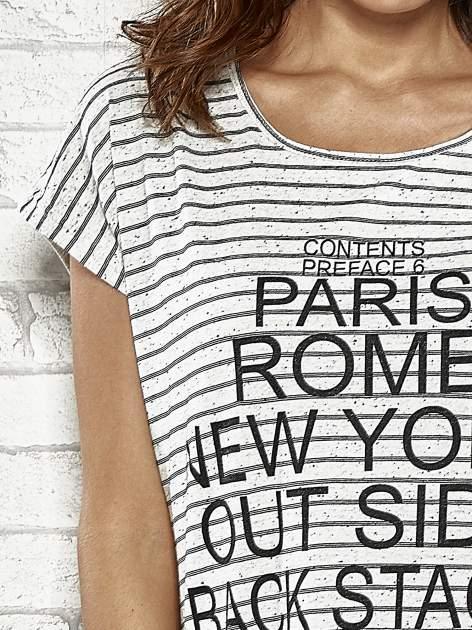 Szary t-shirt w paski z nadrukiem PARIS, ROME, NEW YORK                                  zdj.                                  5