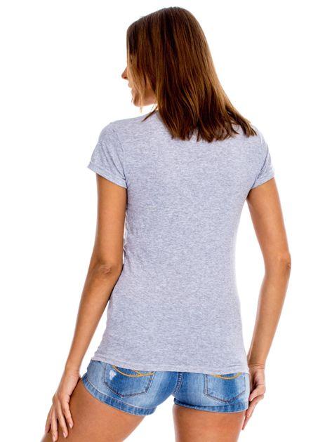 Szary t-shirt z czerwonymi kwiatami                              zdj.                              2