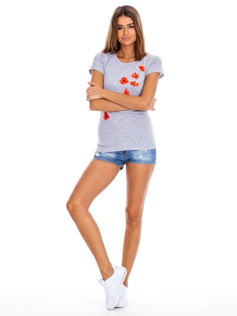Szary t-shirt z czerwonymi kwiatami                              zdj.                              4