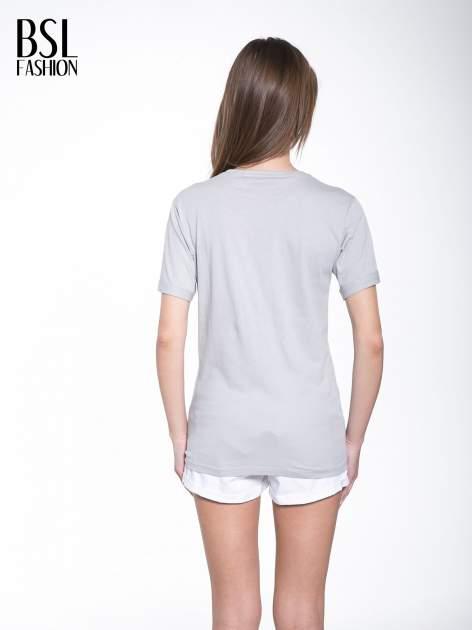 Szary t-shirt z modowym napisem CÉLINE PARIS                                  zdj.                                  4