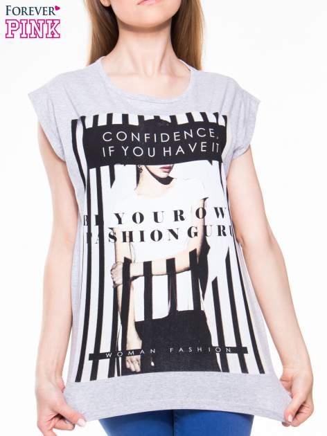 Szary t-shirt z nadrukiem kobiety w stylu fashion                                  zdj.                                  4