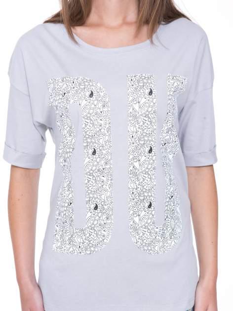 Szary t-shirt z nadukiem DUDE z przodu i na plecach                                  zdj.                                  7