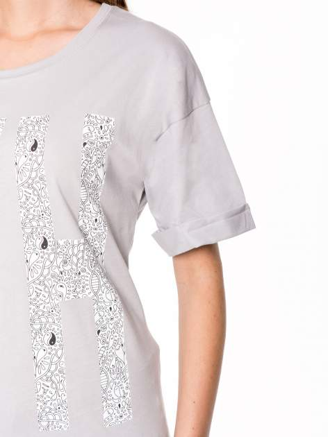 Szary t-shirt z nadukiem WHY? z przodu i na plecach                                  zdj.                                  6