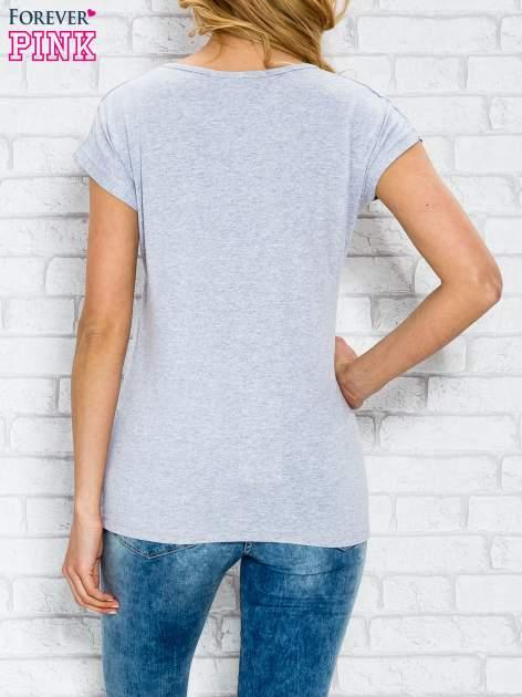 Szary t-shirt z napisem AVENUE THE CHAMPS ÉLYSÉE                                  zdj.                                  2
