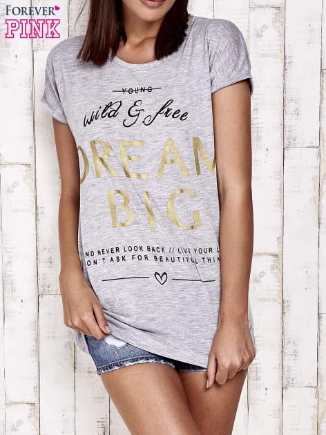 Szary t-shirt z napisem DREAM BIG                                  zdj.                                  1