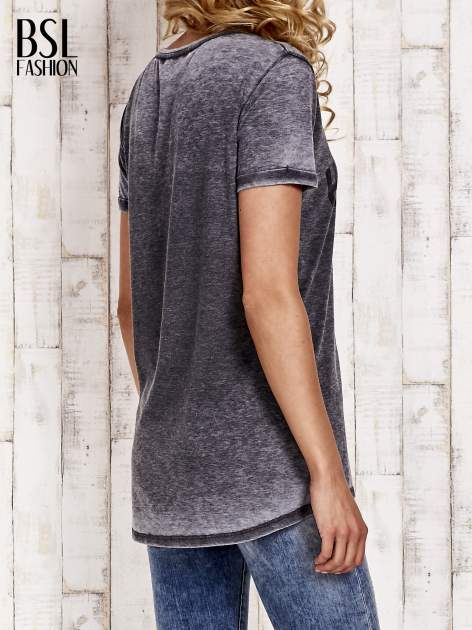 Szary t-shirt z napisem HARLEM efekt acid wash                                  zdj.                                  2