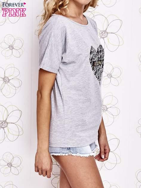 Szary t-shirt z napisem JE T'AIME i dekoltem na plecach                                  zdj.                                  3