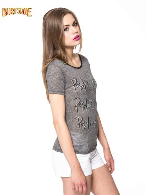 Szary t-shirt z napisem POSITIVE MIND z dżetami                                  zdj.                                  3