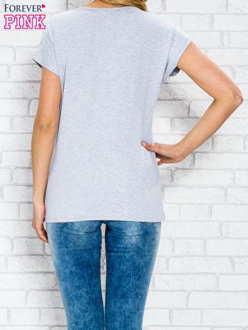 Szary t-shirt z napisem STYLE z dżetami                                  zdj.                                  4