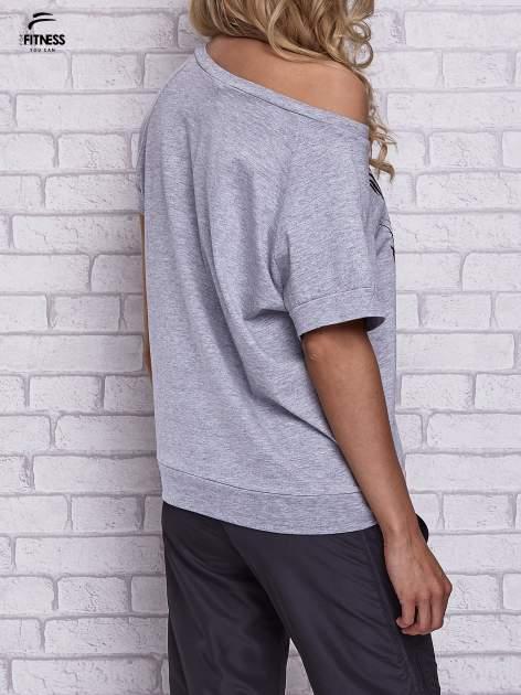 Szary t-shirt z palmowym nadrukiem                                  zdj.                                  5