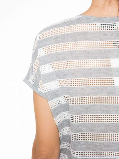 Szary t-shirt z siatkowym wzorem w stylu baseballowym                                  zdj.                                  9