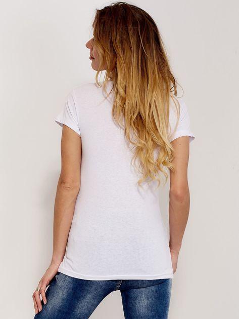 T-shirt biały z motylem                              zdj.                              2