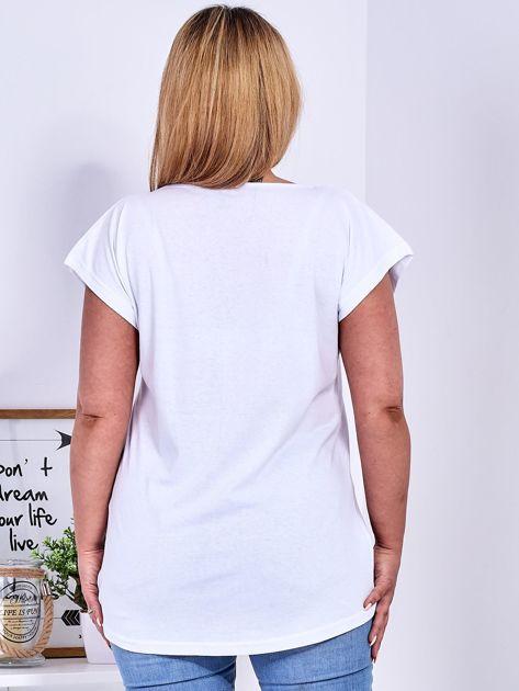 T-shirt biały z truskawką PLUS SIZE                                  zdj.                                  2