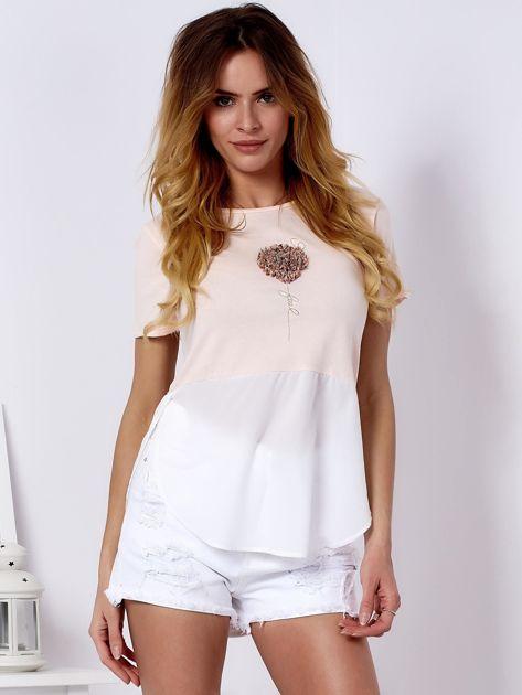 T-shirt brzoskwiniowy z wypukłą aplikacją i koszulą                              zdj.                              1