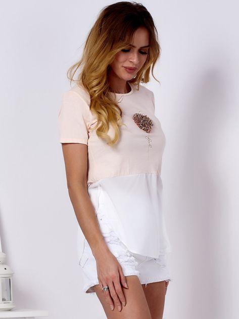 T-shirt brzoskwiniowy z wypukłą aplikacją i koszulą                              zdj.                              5