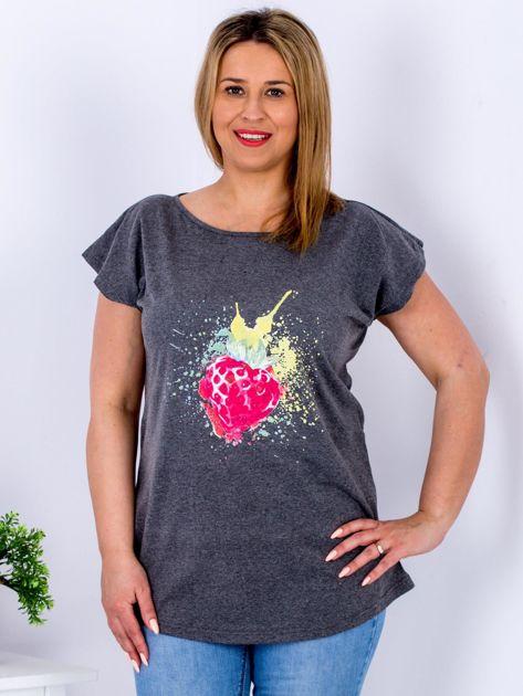 T-shirt ciemnoszary z truskawką PLUS SIZE                              zdj.                              1