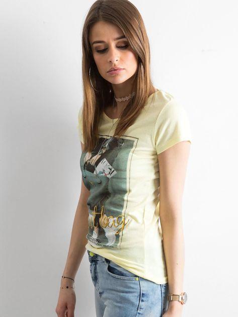 T-shirt damski z bawełny z nadrukiem żółty                              zdj.                              3