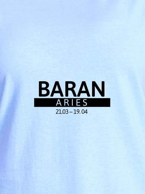 T-shirt damski z nadrukiem znaku zodiaku BARAN niebieski                                  zdj.                                  2