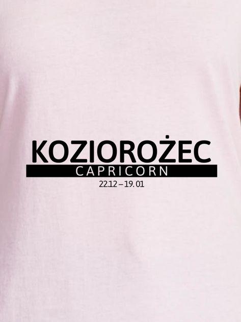T-shirt damski z nadrukiem znaku zodiaku KOZIOROŻEC jasnoróżowy                                  zdj.                                  2