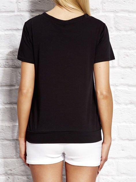 T-shirt damski z wiązaniem i naszywkami czarny                                  zdj.                                  2