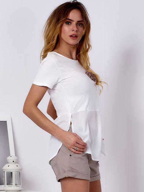 T-shirt ecru z wypukłą aplikacją i koszulą                              zdj.                              3