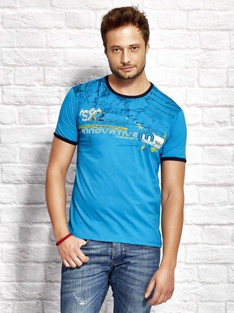 T-shirt męski z tekstowym nadrukiem morski                              zdj.                              1
