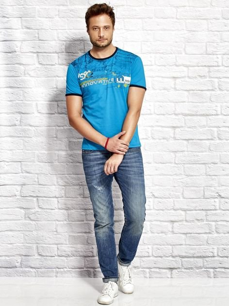 T-shirt męski z tekstowym nadrukiem morski                              zdj.                              4