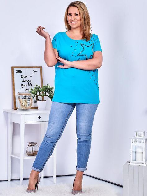 T-shirt turkusowy z gwiazdą z perełek PLUS SIZE                              zdj.                              4