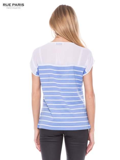 T-shirt w biało-niebieskie paski z karczkiem z szyfonu                                  zdj.                                  3