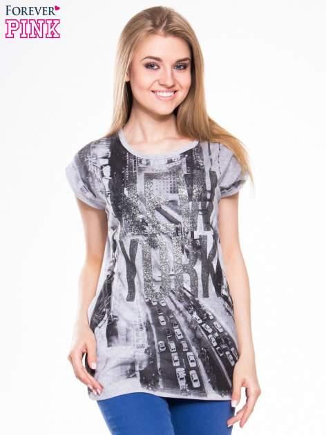 T-shirt z nadrukiem NEW YORK i szarą lamówką                                  zdj.                                  1