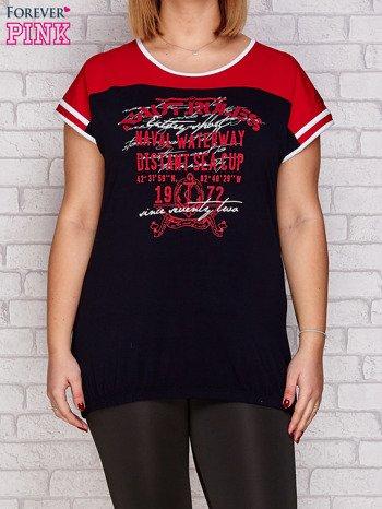 T-shirt z nadrukiem granatowo-czerwony PLUS SIZE                              zdj.                              1
