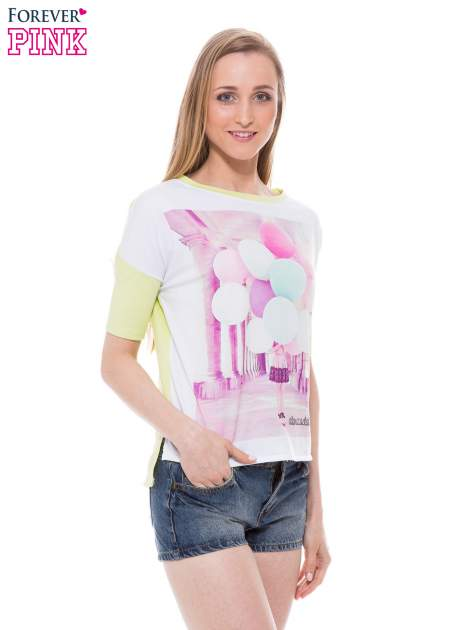 T-shirt z nadrukiem i dłuższym tyłem w zielonym kolorze                                  zdj.                                  1