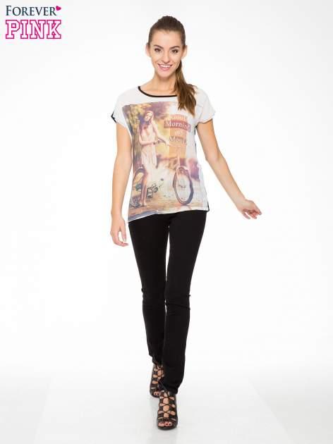 T-shirt z nadrukiem w stylu retro i czarnym tyłem                                  zdj.                                  5