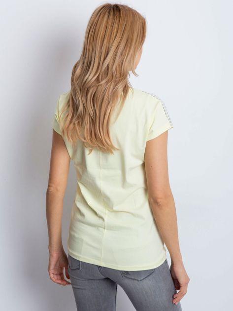 T-shirt żółty z aplikacją                              zdj.                              2