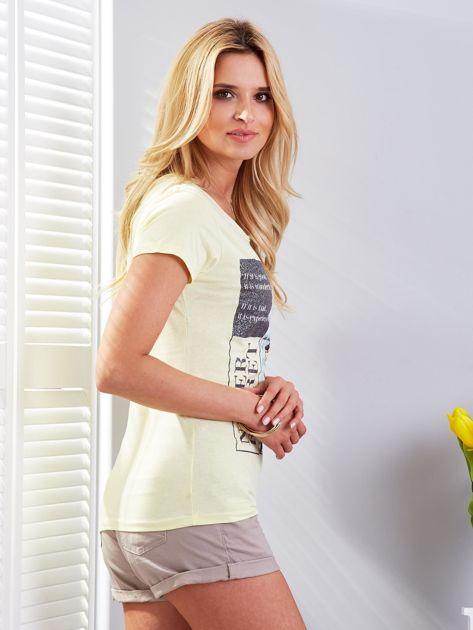 T-shirt żółty z motywem samochodu                              zdj.                              3