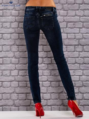 TOM TAILOR Granatowe dopasowane spodnie jeansowe z przetarciami                                  zdj.                                  3