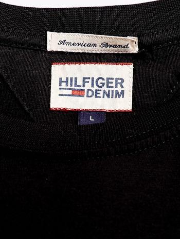 TOMMY HILFIGER Czarny t-shirt męski z napisem HILFIGER DENIM                                  zdj.                                  4