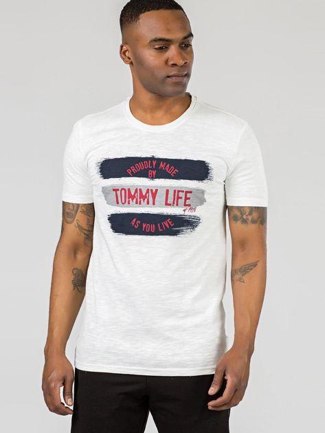 TOMMY LIFE Ecru męski t-shirt z nadrukiem