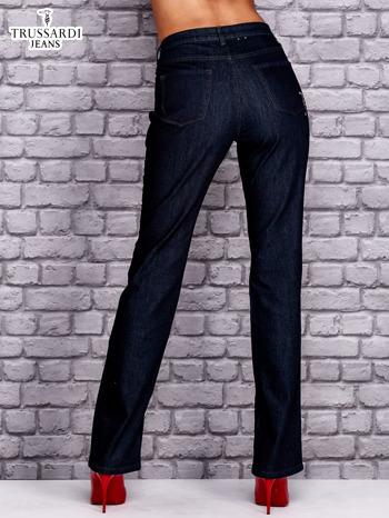 TRUSSARDI Granatowe spodnie jeansowe o prostym kroju                                  zdj.                                  2